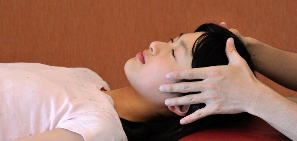 腰痛、肩こりなど体の不調を痛くないやさしい手技で回復させます。